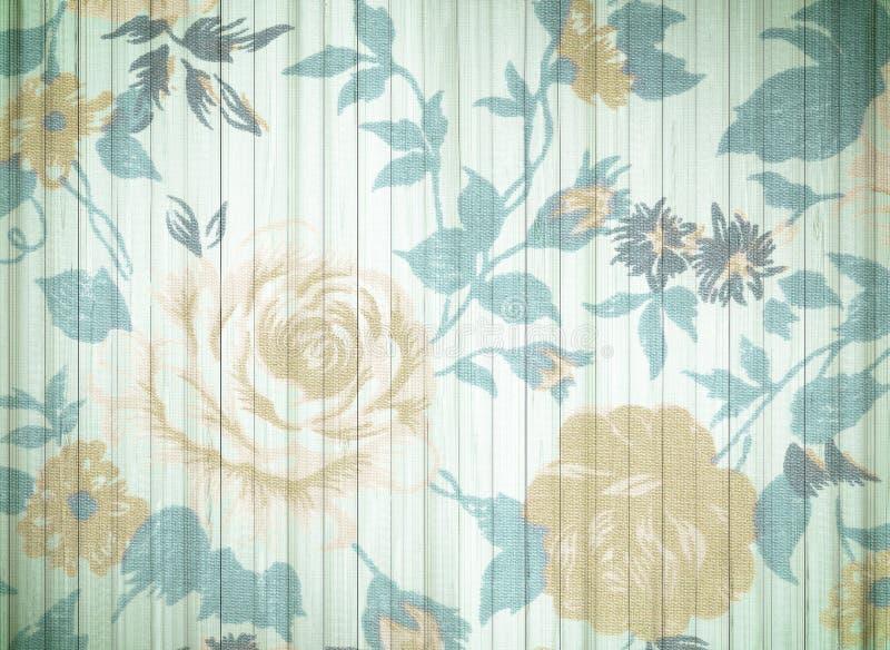 Różany rocznik od tkaniny na biały drewnianym obraz stock