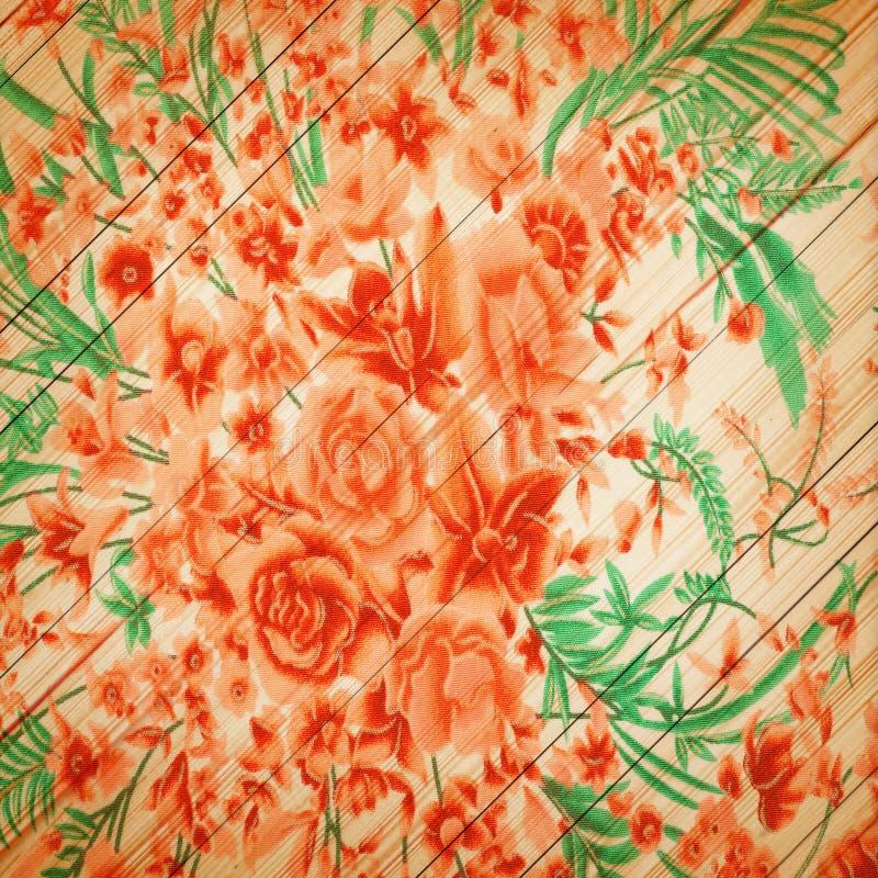 Różany rocznik od tkaniny na białym drewnianym tle fotografia royalty free