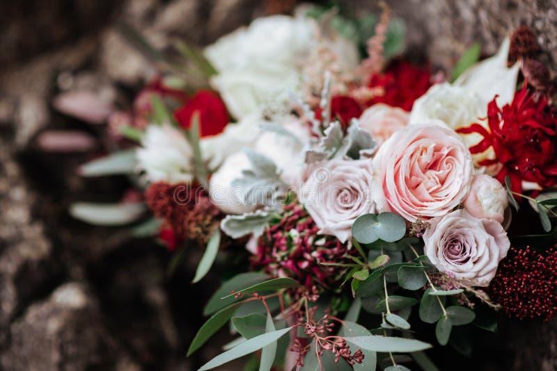 Róże w panna młoda kwiatu bukiecie zdjęcia stock