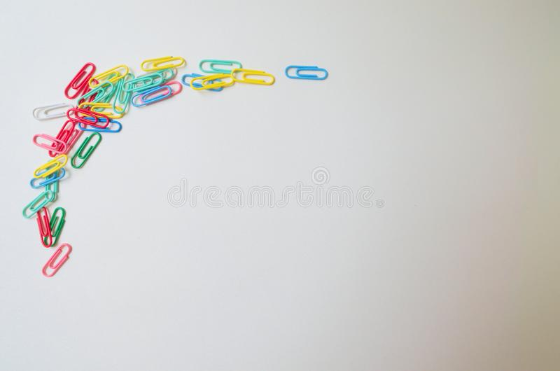 różna myśl niebieskie oczy, piaskowe papier spinacz zdjęcie royalty free