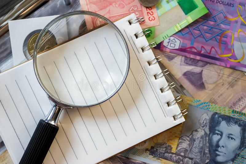 Różne stare poborca monety, banknoty z powiększać i - szkło i notatnik, zamazany tło zdjęcia royalty free