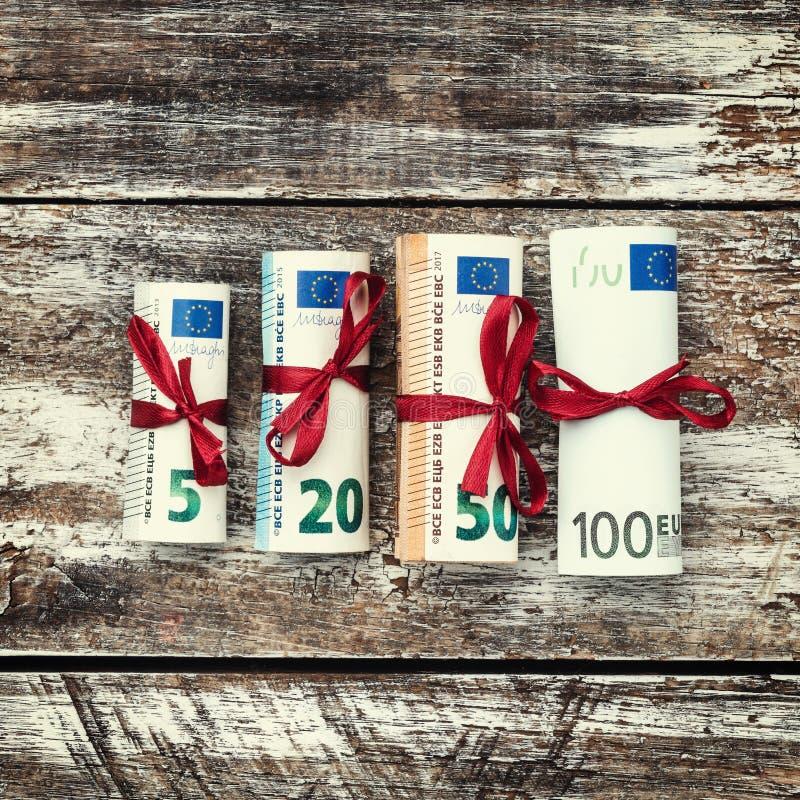 Różni Euro banknoty od 5 100 euro, odgórny widok Przestrzeń dla teksta Xmas kwadrata karta zdjęcia royalty free