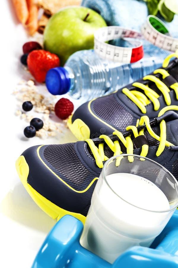 Różni narzędzia dla sporta i zdrowego jedzenia obrazy stock