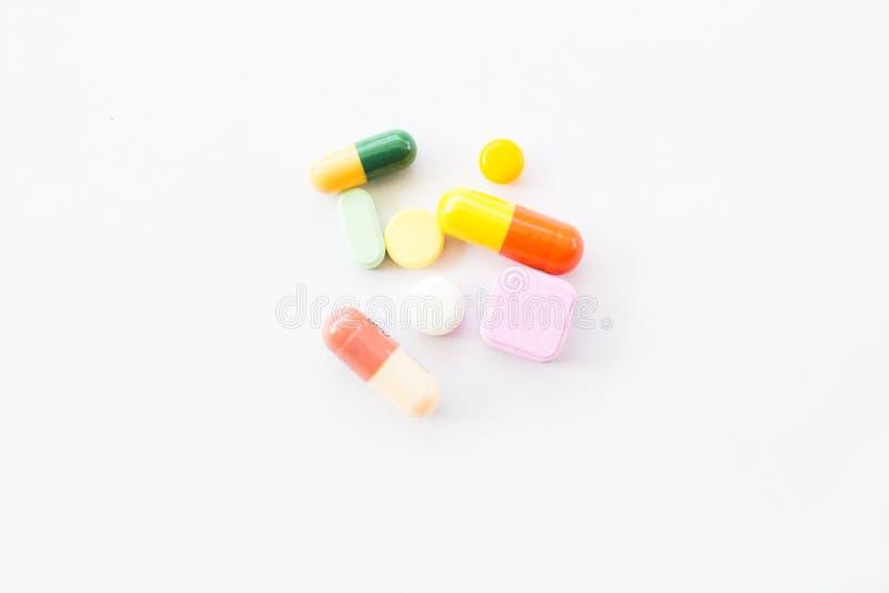 Różni pastylek pigułek kapsuły rozsypiska mieszanki terapii leki fabrykują grypę zdjęcia stock