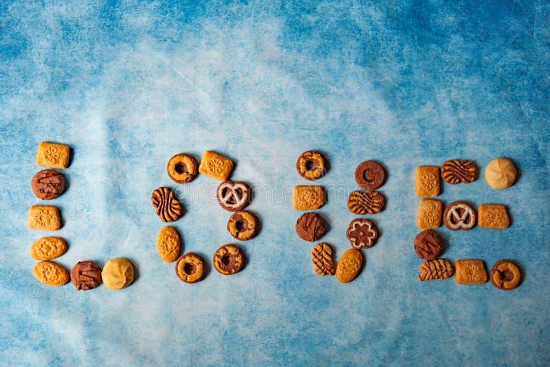 Różni typy bisquits tworzy miłości słowo fotografia royalty free