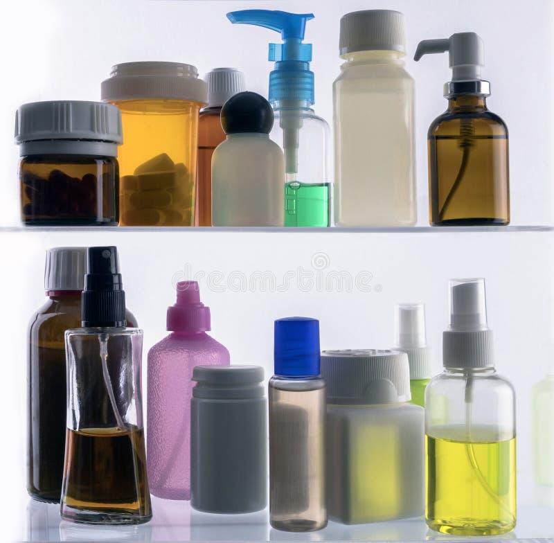 Różni typy kosmetyczni zbiorniki i odosobnione medycyny fotografia royalty free