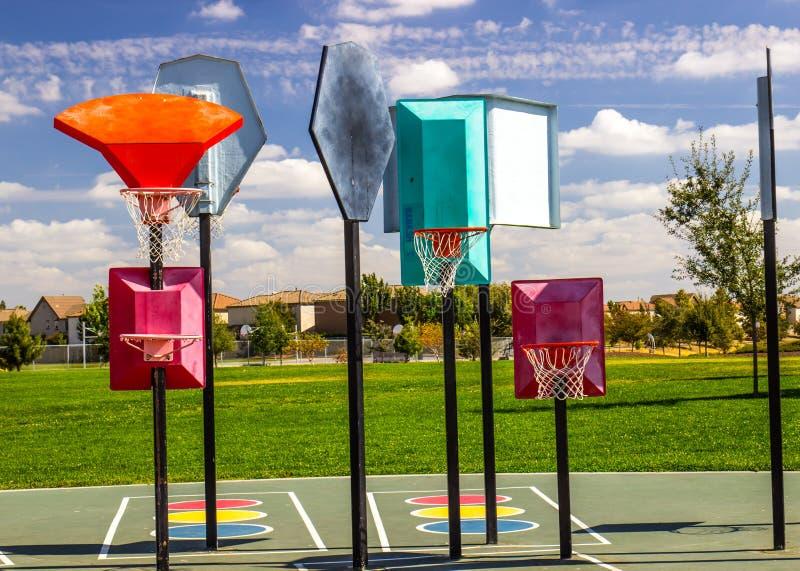 Różni wzrosta boiska koszykówki obręcze obraz stock