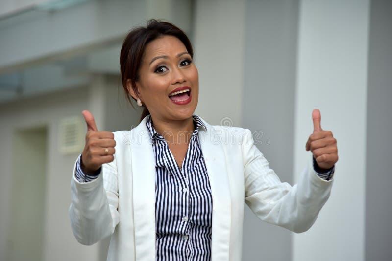 Różnorodna Biznesowa kobieta Jest ubranym kostium Z aprobatami zdjęcia royalty free