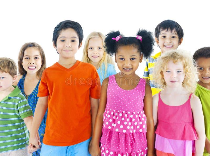 Różnorodna grupa dzieci ono Uśmiecha się obrazy royalty free
