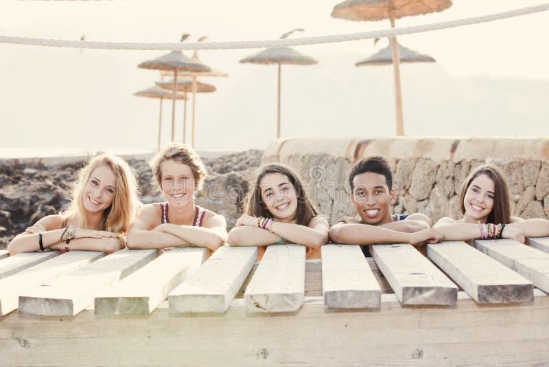Różnorodna grupa lato dzieciaki fotografia royalty free
