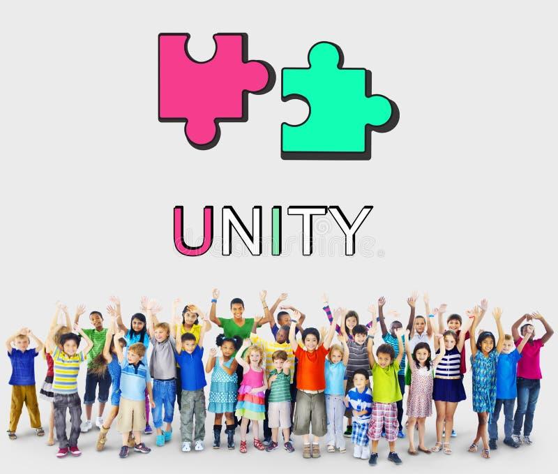 Różnorodna grupa szkoła średnia ucznie z rękami Podnosić zdjęcie stock