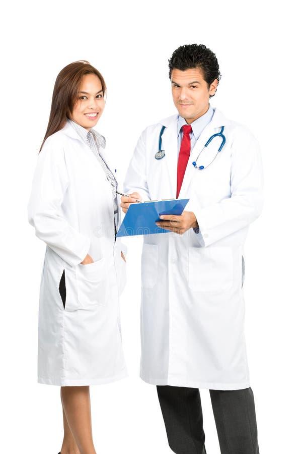 Różnorodna Męska kobiety lekarki drużyna Uśmiecha się mapy Przy zdjęcie stock