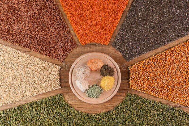 Różnorodne adra i ich mąka w kolorowym przygotowania fotografia royalty free