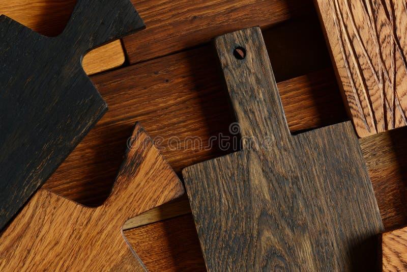 Różnorodne drewniane deski od dębu dla pokrajać, przedmiot dla gotować Stare drewniane deski dla kuchni, rocznik fotografia Drewn obraz stock