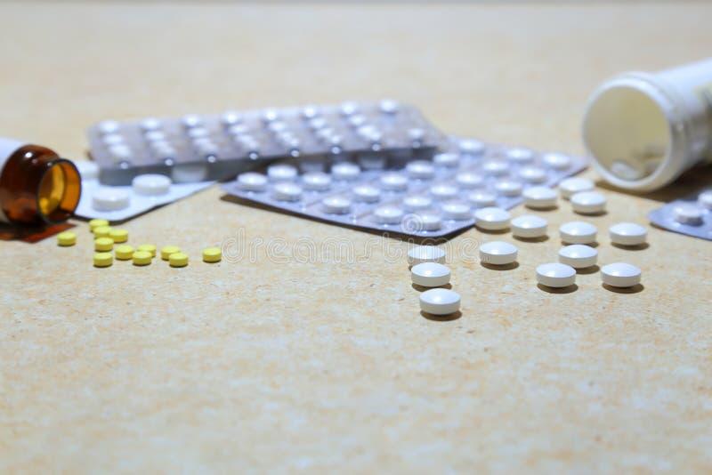 Różnorodne pastylki - analgesics, antidepressants, witaminy, antivir obraz stock