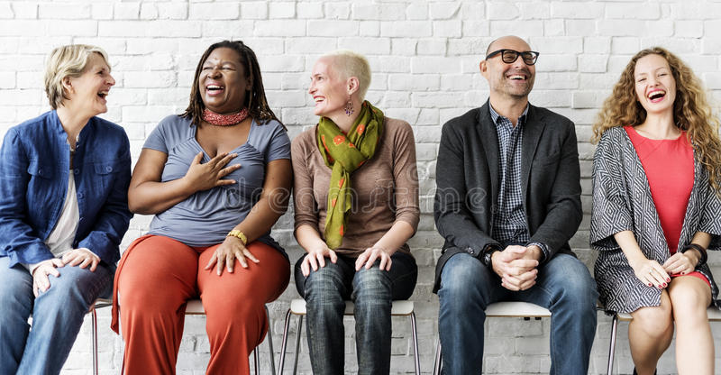 Różnorodnej grupy ludzi społeczności więzi Siedzący pojęcie zdjęcia stock