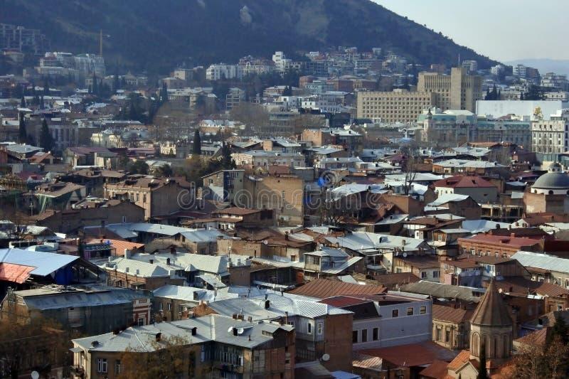 Różnorodni, barwioni, piękni dachy miasto Tbilisi, zaświecali miękkim wieczór słońcem zdjęcia royalty free