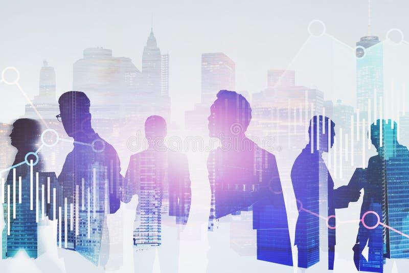 Różnorodni biznesmeni w mieście, wykresy royalty ilustracja