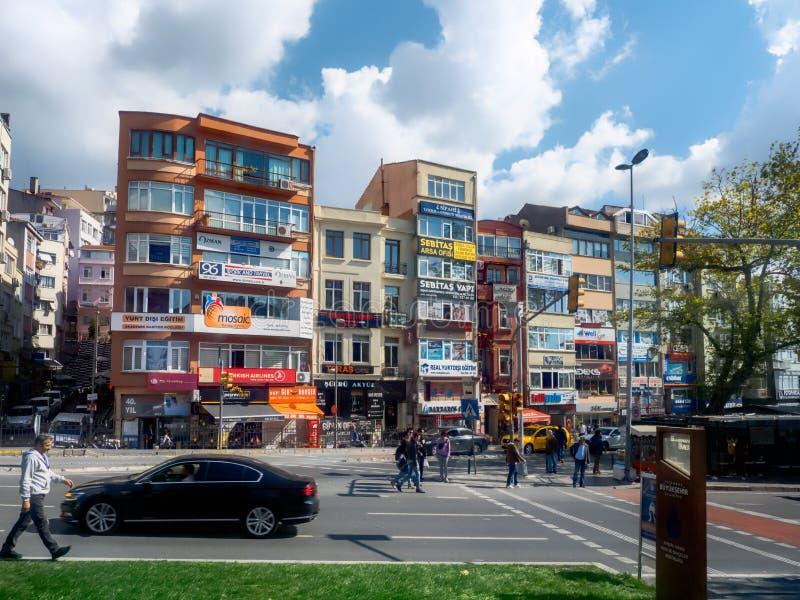 Różnorodni handlowi budynki przy Barbaros Bolulevard w Istanbuł, Turcja fotografia royalty free