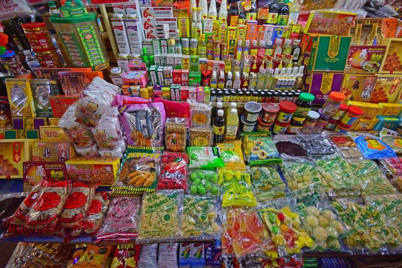 Różnorodni Lokalni produkty sprzedający w kramu w Chowrasta Wprowadzać na rynek Penang zdjęcie royalty free