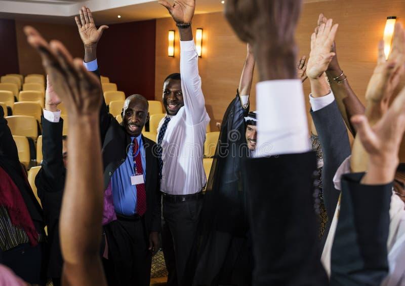 Różnorodni ludzie Dylowej pracy zespołowej Wręczają Wpólnie partnerstwo zdjęcia royalty free