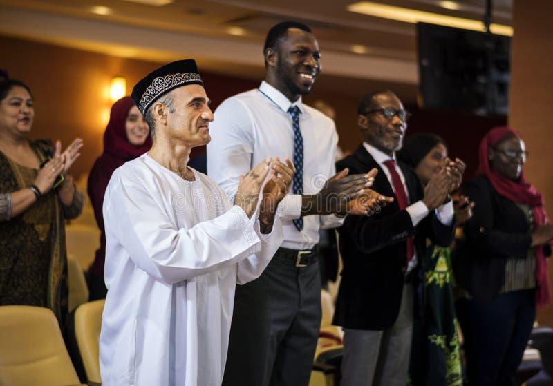 Różnorodni ludzie Klascze ręki Konferencyjne zdjęcia stock