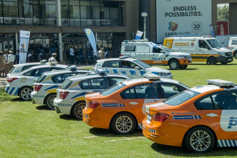 Różnorodni południe Szeroki kąt JMPD z EMPD i TMPD - afrykańscy samochody policyjni - obrazy royalty free