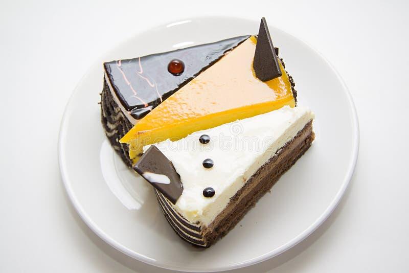 Różnorodni torty na talerzu fotografia stock