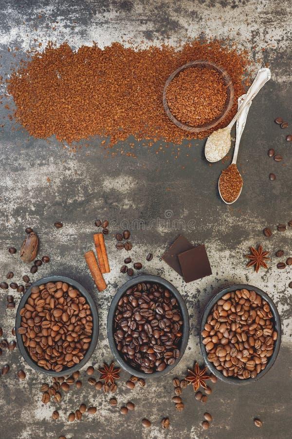 Różnorodni typ pieczone kawowe fasole zdjęcia royalty free