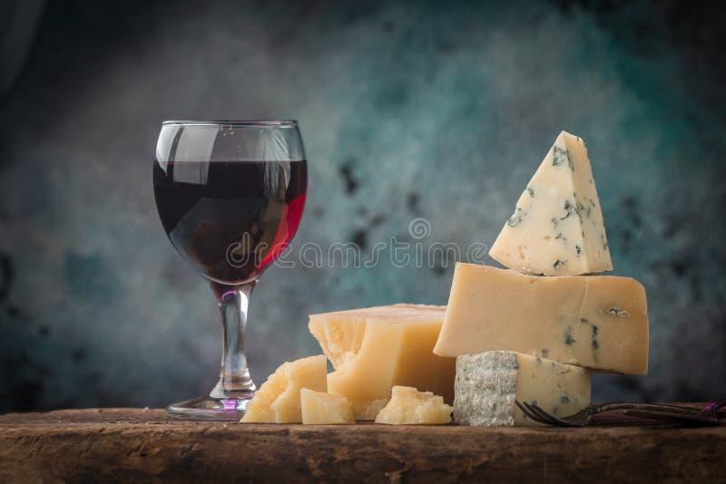 Różnorodni typ sera wciąż życie zdjęcia stock
