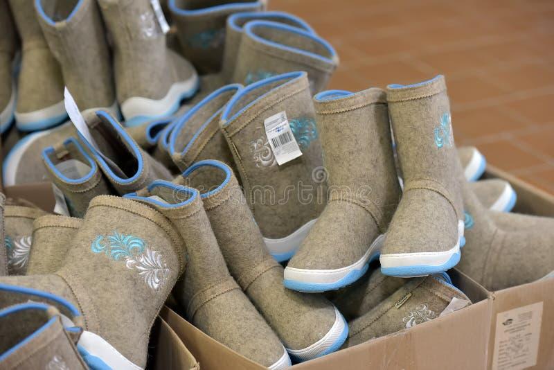Różnorodność filc buty dla sprzedaży zdjęcie stock