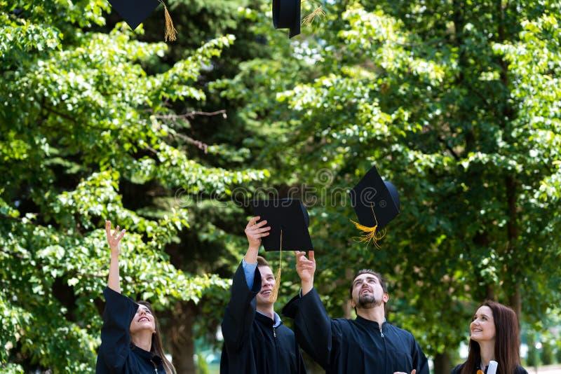 Różnorodność uczni skalowania sukcesu świętowanie ConceptGradu zdjęcia stock