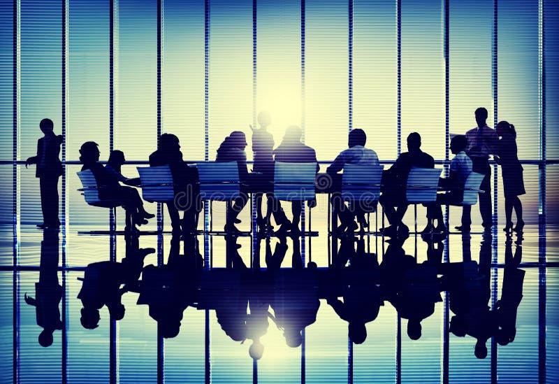Różnorodności dyskusi Brainstorming pracy zespołowej Conc ludzie biznesu royalty ilustracja