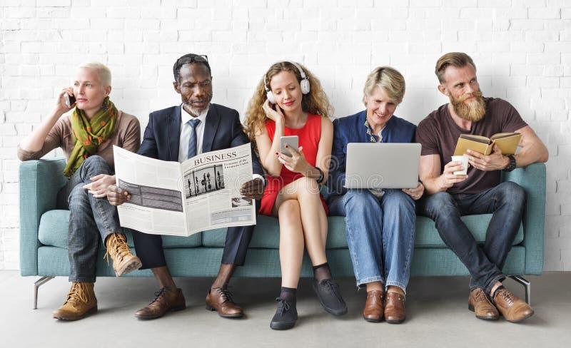 Różnorodności grupy ludzi stylu życia komunikaci pojęcie fotografia royalty free