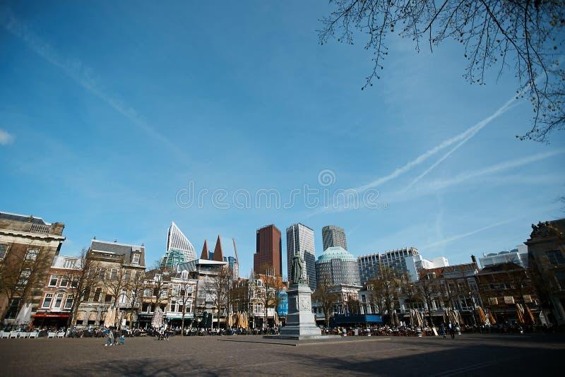 Różnorodny biuro i dziejowi budynki w Haga holandii drapacz chmur, nowożytna architektura obraz stock