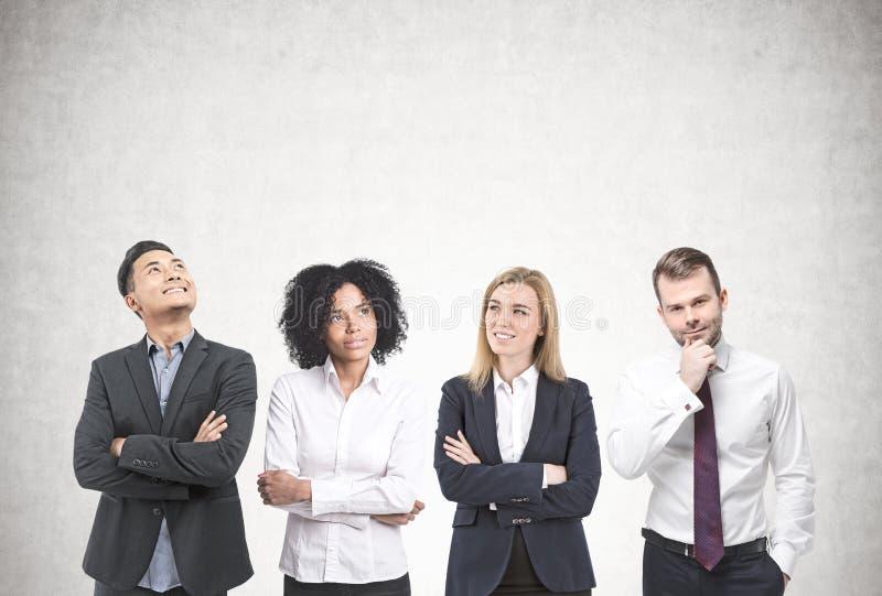 Różnorodny biznes drużyny brainstorming, beton zdjęcia stock