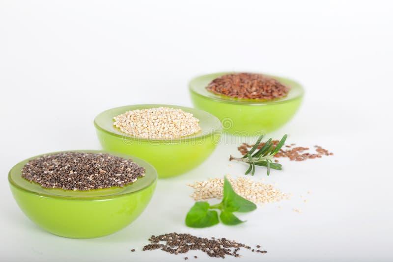 Różnorodny superfoods chia, quinoa, lna ziarno obraz royalty free