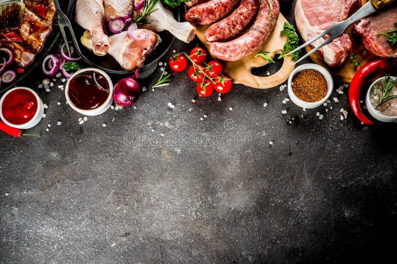 Różnorodny surowy mięso gotowy dla grilla i bbq obrazy stock