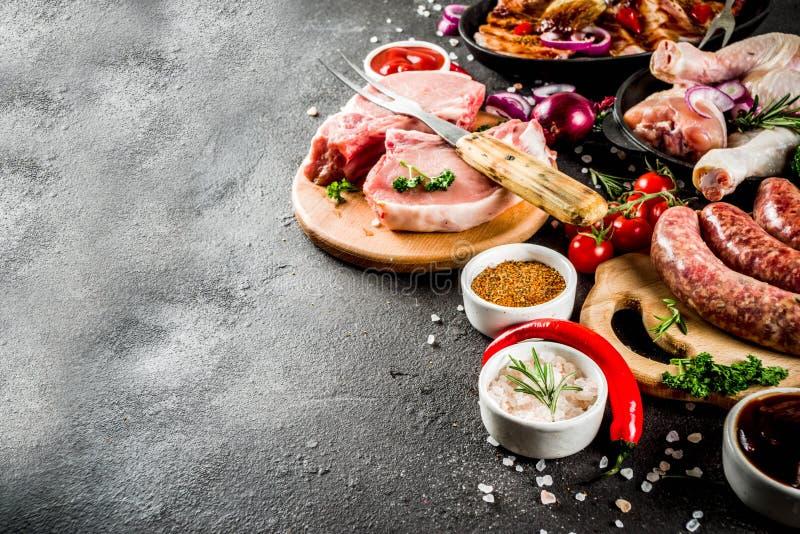 Różnorodny surowy mięso gotowy dla grilla i bbq fotografia stock