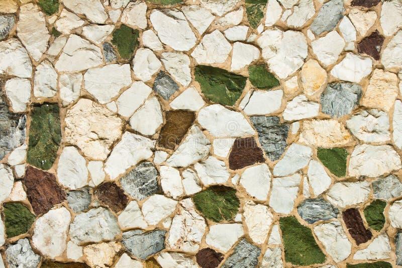Różnorodnych kolorów kamienna ściana obrazy royalty free