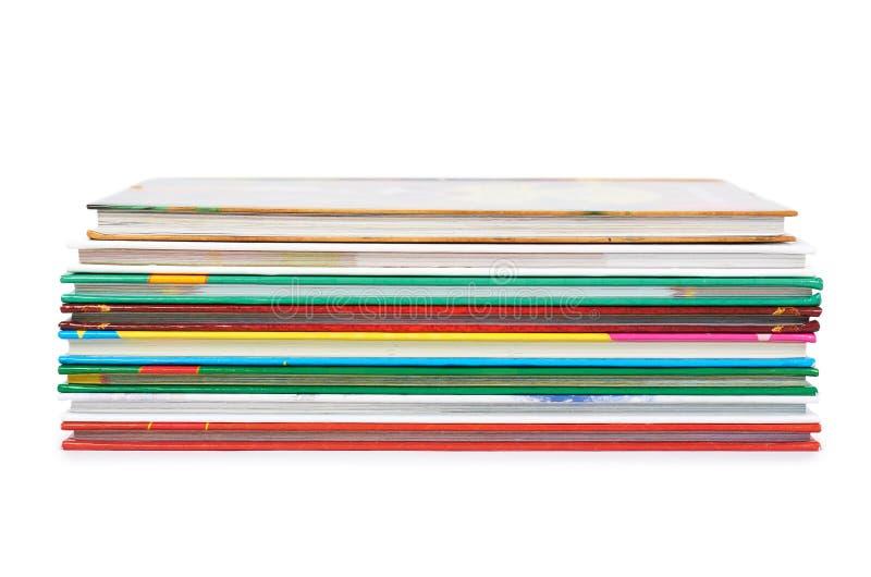 Różny colorfull rezerwuje w stercie odizolowywającej na białym tle fotografia royalty free