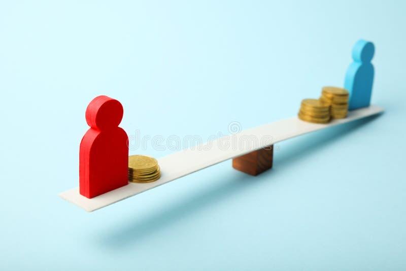 Różny równy wynagrodzenie dochód ludzie Pieniężny przerwy pojęcie zdjęcie stock
