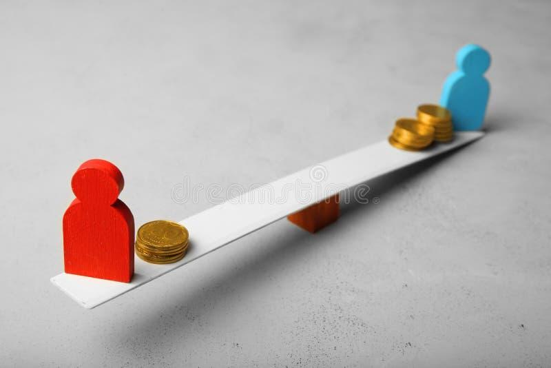 Różny równy wynagrodzenie dochód ludzie Pieniężny przerwy pojęcie fotografia stock