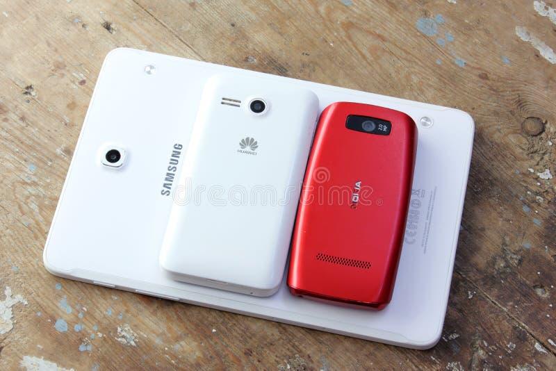 Różny telefon komórkowy oznakuje Samsung, Nokia, jabłko, Huawei zdjęcia stock