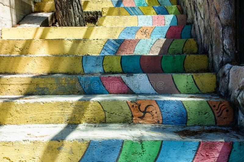 Różnych kolor tęczy schodków Kolorowy schody obrazy royalty free