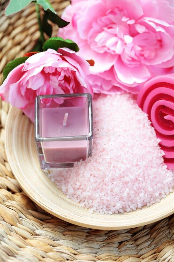 Różowa kąpielowa sól zdjęcia royalty free
