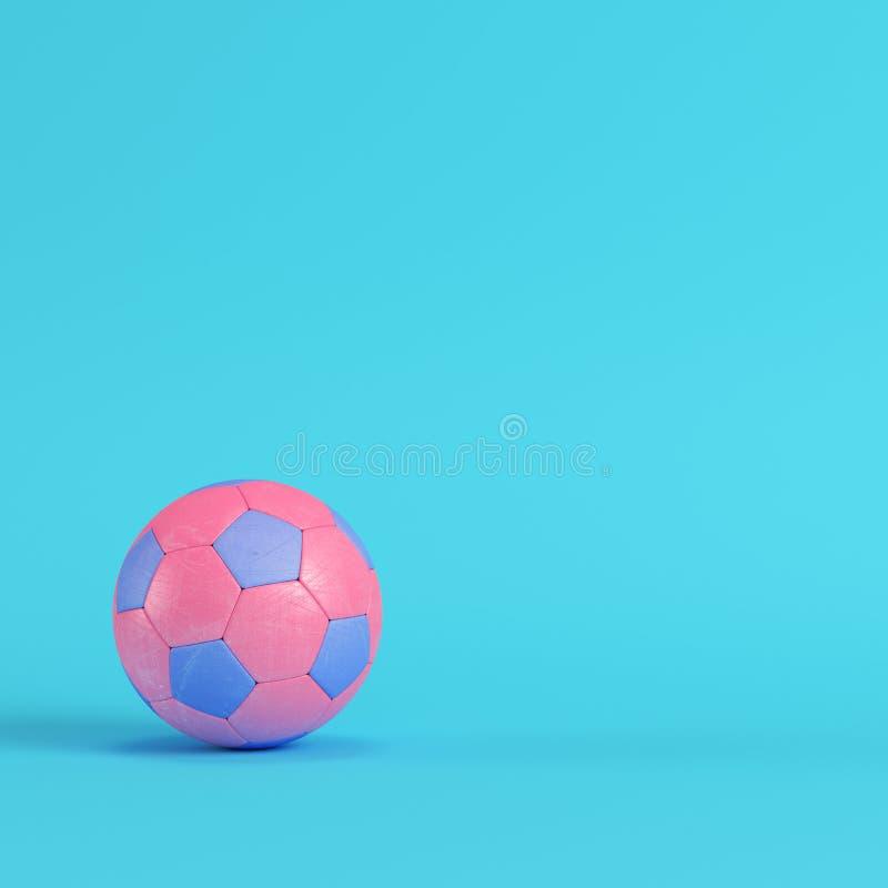 Różowa piłki nożnej piłka na jaskrawym błękitnym tle w pastelowych kolorach royalty ilustracja