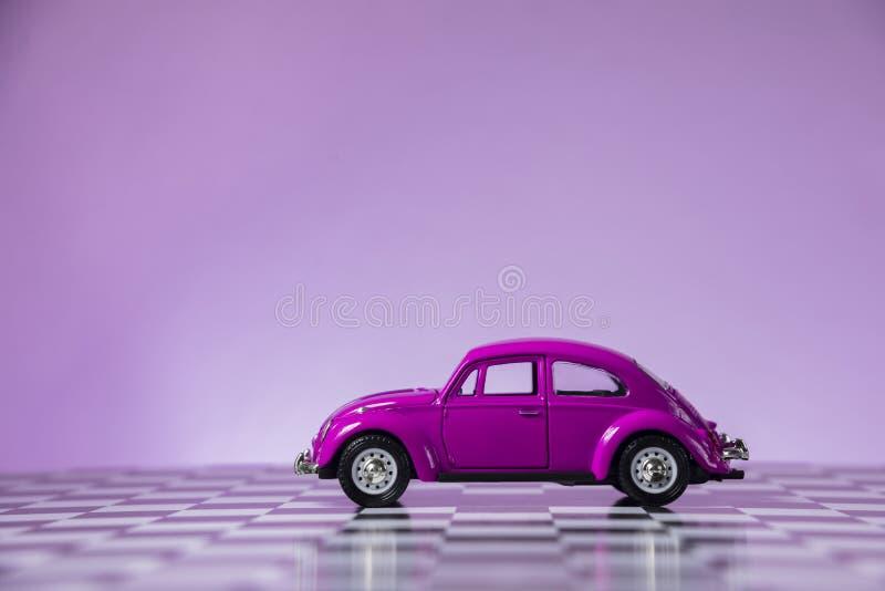 Różowa Volkswagen ściga zdjęcie royalty free