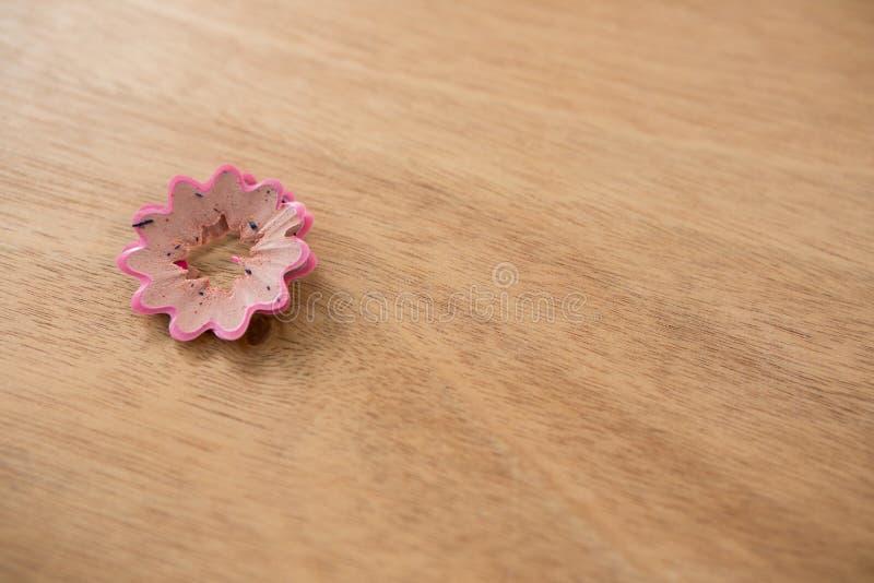 Różowego koloru ołówkowy golenie w kwiatu kształcie zdjęcia royalty free