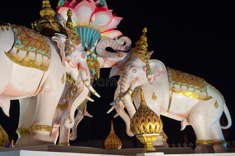Download Różowego Słonia Statua. Bangkok. Tajlandia. Zdjęcie Stock - Obraz złożonej z budynki, sztucznie: 28974904